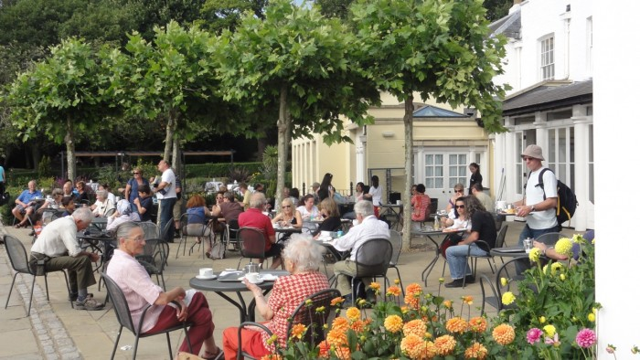 Pembroke-Lodge-outdoor-patio-cafe-e1316814173274